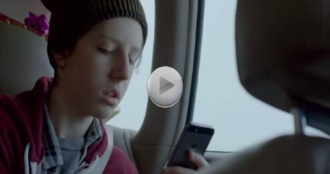 They Thought He Was Focused on His Phone Until This Happened – It brought me to tears.
